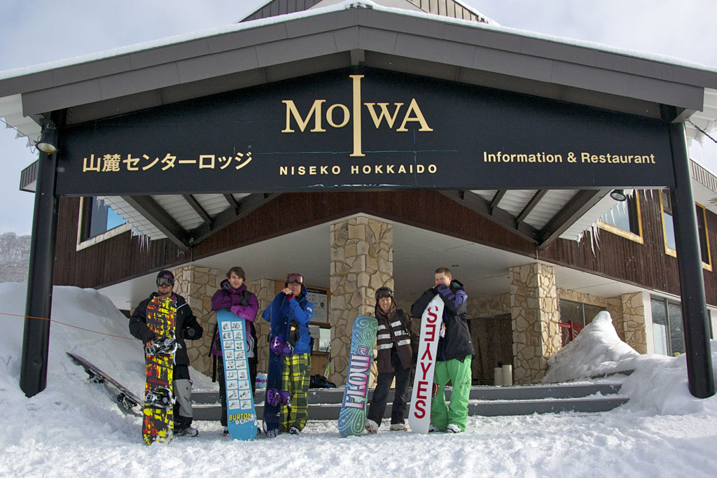 snowboarders standing outside niseko moiwa - powderdetours.com